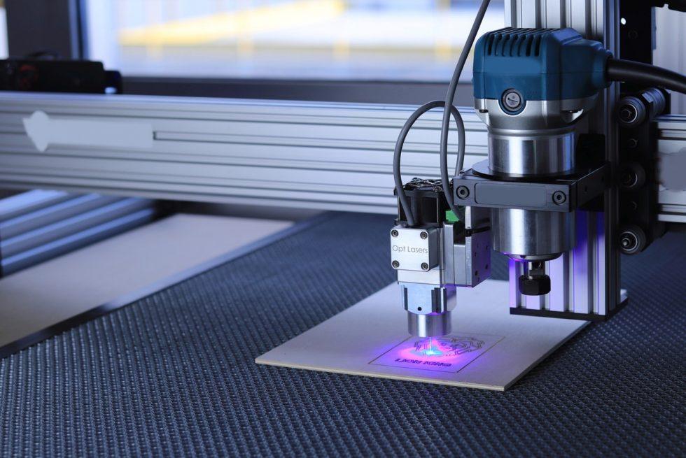 Jak działa maszyna CNC?